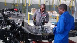 NISSAN NIGERIANS WORKING ON ENGINE